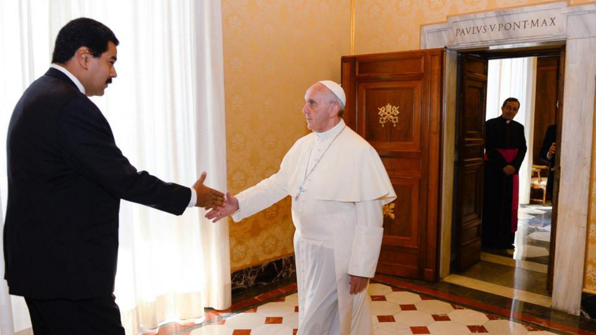 Nicolás Maduro con el Papa Francisco en una reunión mantenida en 2013. (Foto: AFP)
