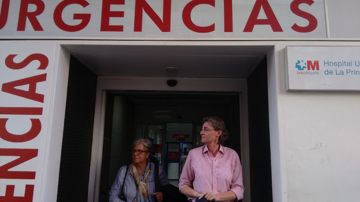 La teniente alcalde, Marta Higueras, tras visitar a Carmena. (Foto: OKDIARIO)