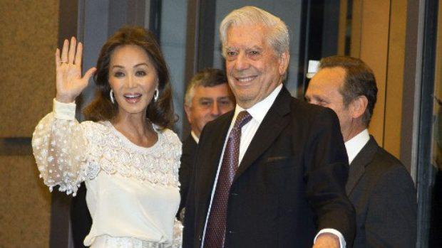 Isabel Preysler y Mario Vargas Llosa en una de sus amorosas apariciones en público/ t13.cl