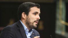 El líder de IU, Alberto Garzón, durante su intervención en la segunda jornada del debate de la investidura del candidato del PP, Mariano Rajoy (Foto: Efe)