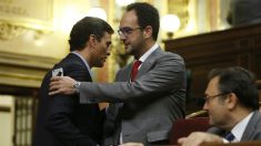 Pedro Sánchez y Antonio Hernando. (EFE).