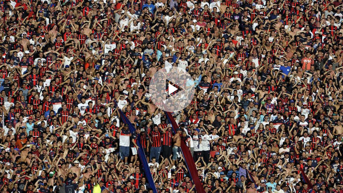 La afición de San Lorenzo durante un partido de su equipo. (AFP)