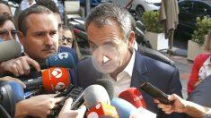 El expresidente del Gobierno José Luis Rodríguez Zapatero, durante las declaraciones que ha realizado hoy a los periodistas a su llegada a la sede en Madrid de la Universidad Camilo José Cela (Foto: Efe)