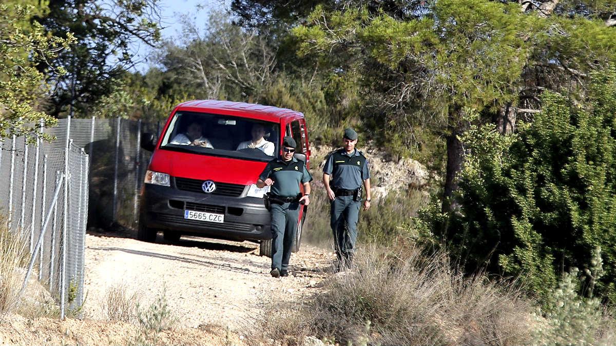Agentes de la Guardia Civil en la zona donde fue hallado el cadáver de la menor (Foto: Efe).