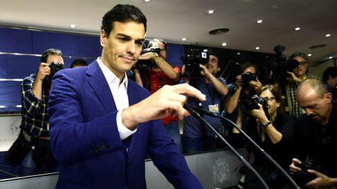Pedro Sánchez en la comparecencia de su dimisión como diputado en 2016 (Foto: AFP).