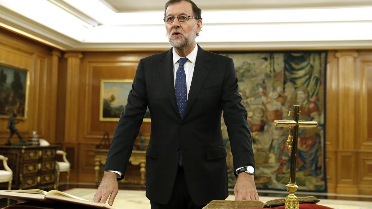 Mariano Rajoy jura cargo como presidente del Gobierno en Zarzuela. (Foto: EFE)