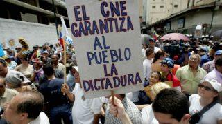 Opositores al régimen de Nicolás Maduro durante la concentración 'Toma de Caracas' promovida por los partidos contrarios al mandato de Maduro. AFP