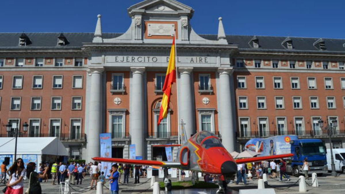 El edificio donde se encuentran las oficinas del Ejército del Aire en Madrid. Foto: AGENCIAS