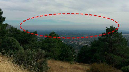La 'boina' de polución que cubre Madrid vista desde Zarzalejo. OKDIARIO