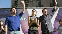 Isabel Serra cuando contaba con el apoyo de Ramón Espinar (UnidasxMadrid) y Juan Carlos Monedero haciendo campaña en las primarias. (Foto: JP)