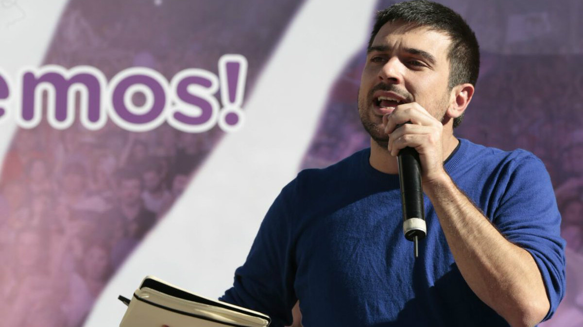 Ramón Espinar haciendo campaña en las primarias. (Foto: JP)