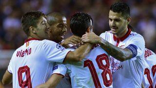 Los jugadores del Sevilla celebra uno de los goles ante el Dinamo de Zagreb. (AFP)