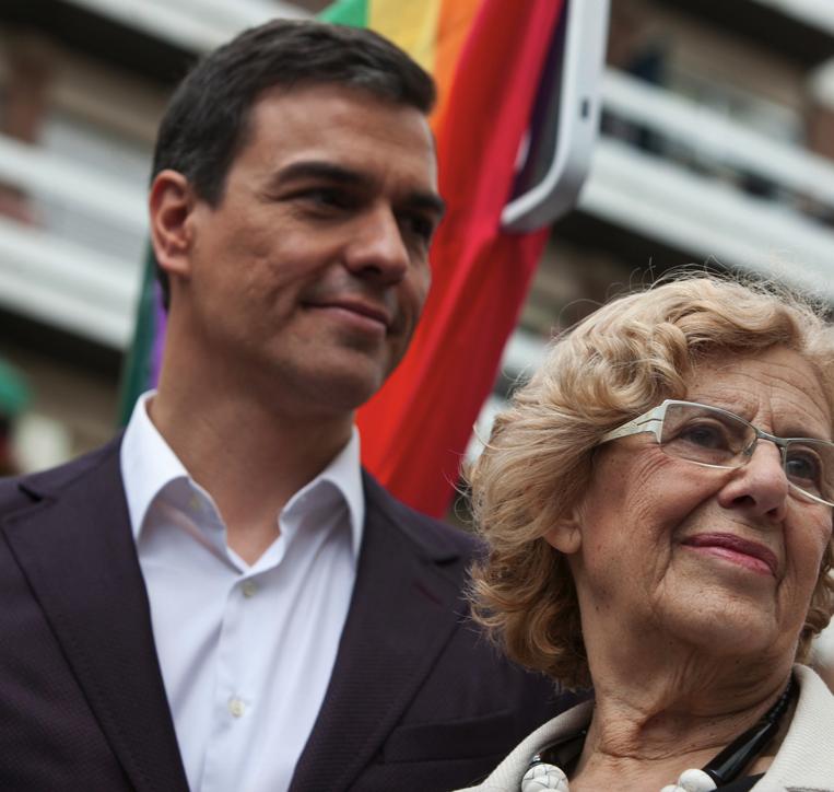 Pedro Sánchez y Manuela Carmena inaugurando la Plaza Pedro Zerolo. (Foto: Madrid)