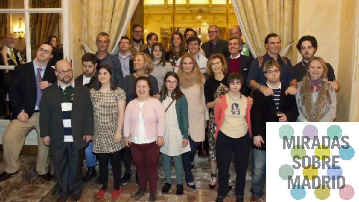 Los participantes en la exposición 'Miradas sobre Madrid' durante su presentación en el Hotel Ritz. FUNDACIÓN DOWN MADRID