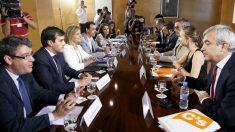 Mesa de negociación PP-Ciudadanos.