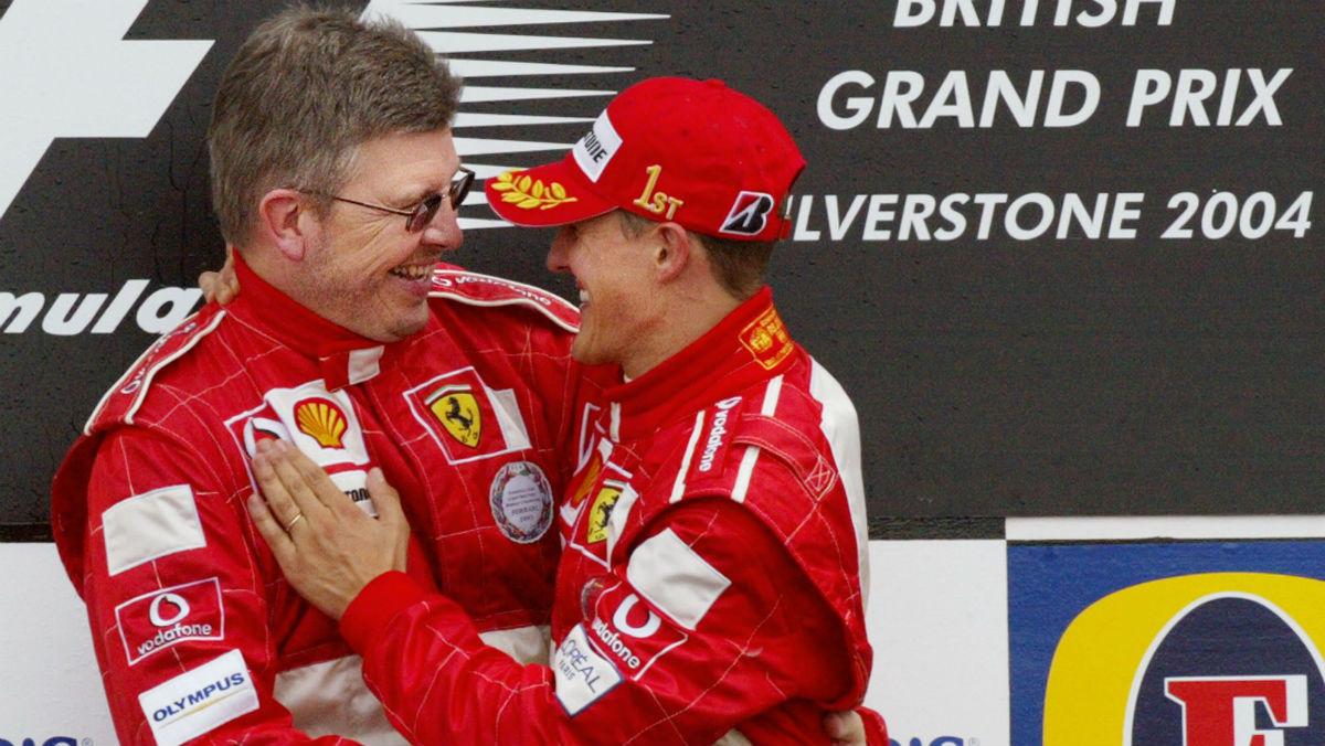 Ross Brawn y Schumacher, en el podio con Ferrari. (AFP)