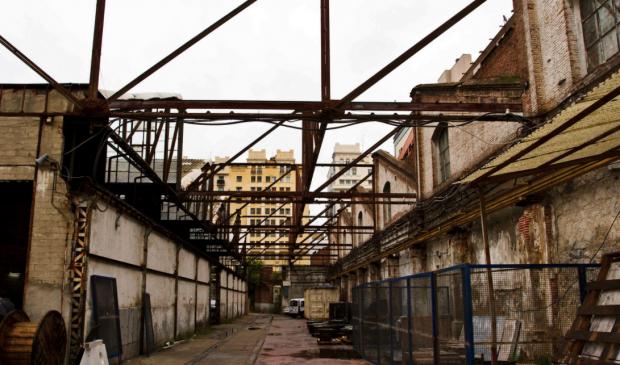 Una exposición en Cibeles indigna a los cooperativistas de Cuatro Caminos abandonados por Carmena