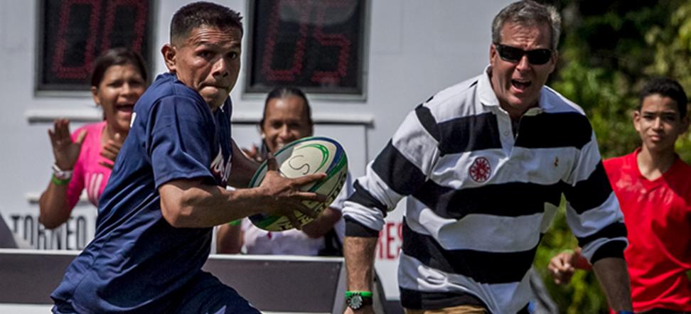 Alberto Vollmer, CEO de Ron Santa Teresa  en uno de los partidos de rugby de Proyecto Alcatraz
