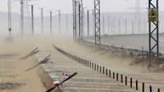 La plataforma semienterrada en la arena, en una imagen tomada durante la ejecución de las obras. (Foto: EFE/Chema Moya)