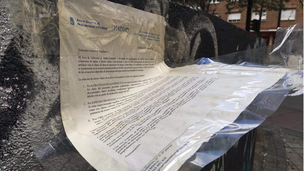 Uno de los carteles que incumplen la ordenanza de limpieza del área de Medio Ambiente. (Foto: TW)