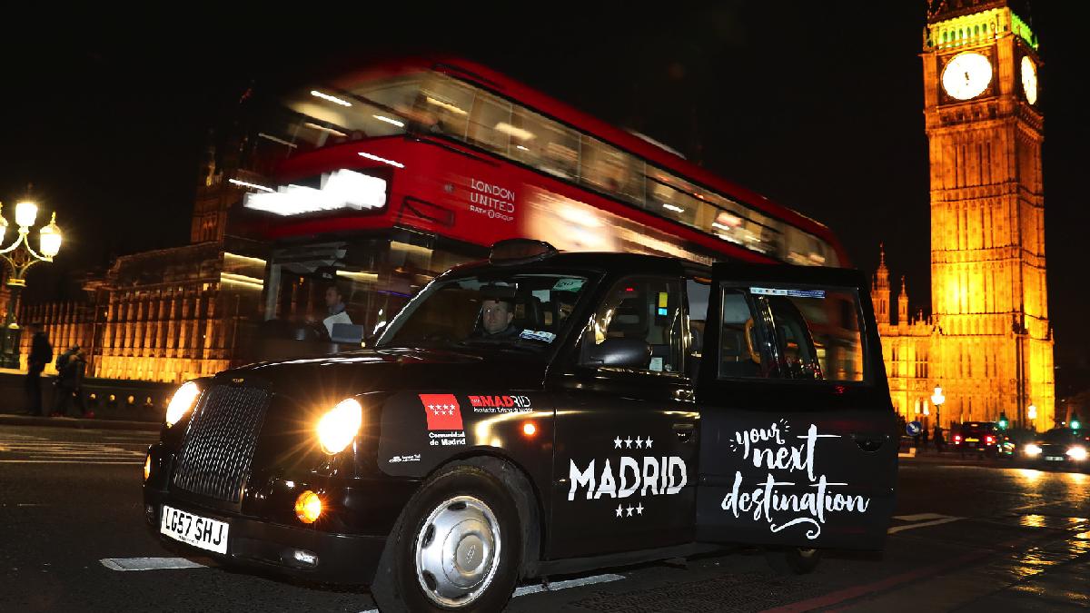 40 taxis vinilados con la frase' Madrid is waiting for you' recorrerán las principales calles de Londres hasta el 30 de noviembre. (Foto: CM)