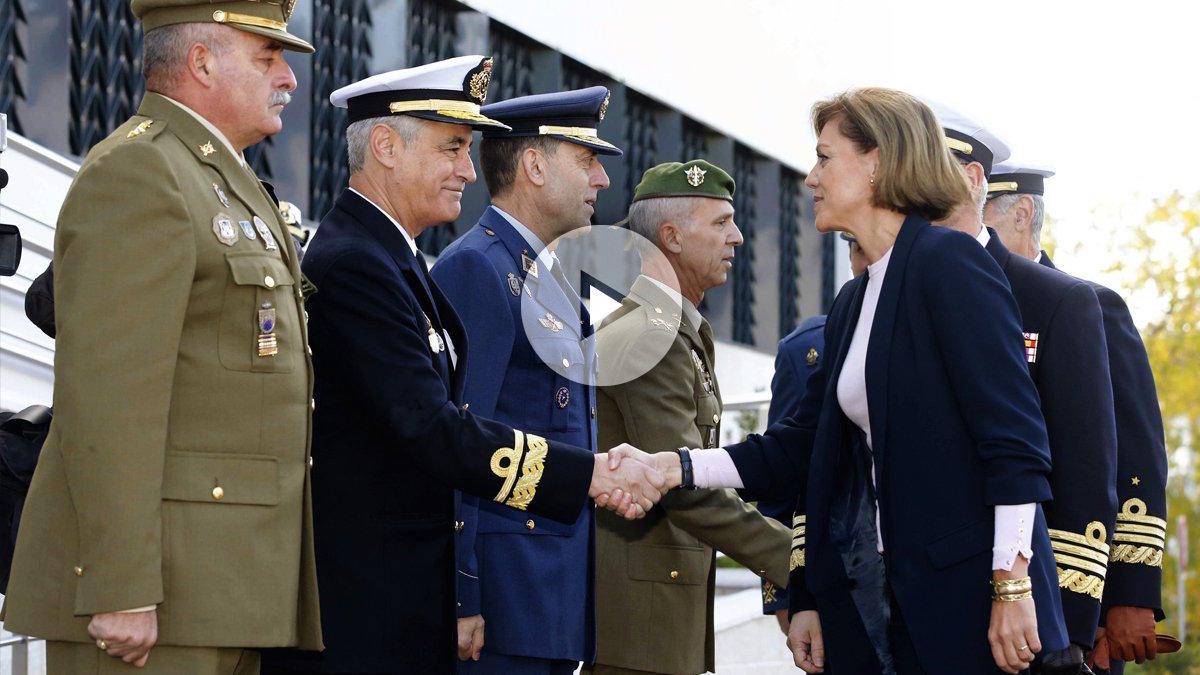 María Dolores de Cospedal en su primer encuentro con la cúpula militar. (Foto: EFE)