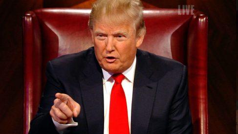 """Donald Trump, gritando """"¡estás despedido!"""" a un concursante de 'El aprendiz', su programa en la NBC."""