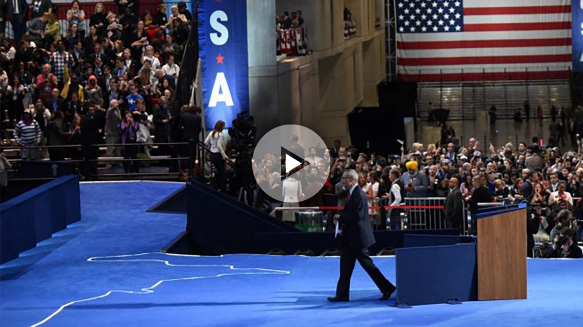 John Podesta fue el encargado de transmitir el mensaje de Hillary Clinton. (Foto: AFP)