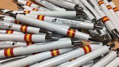 Bolígrafos solidarios de Juventud Taurina, cuya recaudación ha sido rechazada por Cáritas Salamanca.