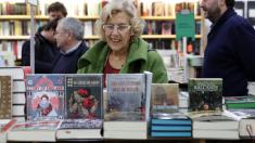 La regidora capitalina, Manuela Carmena, celebrando el Día de la Librerías. (Foto: Madrid)
