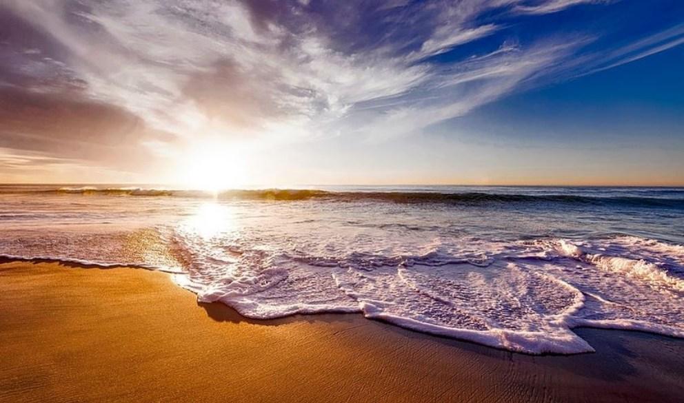 La explicación del porqué se producen las mareas la tuvo Isaac Newton.