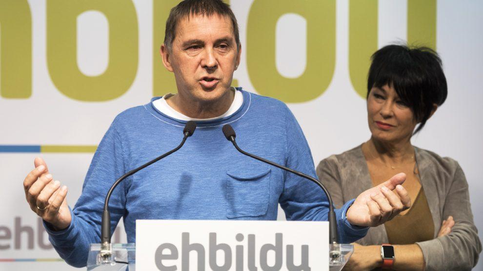 Arnaldo Otegi y Maddalen Iriarte, de Bildu. (Foto: AFP)