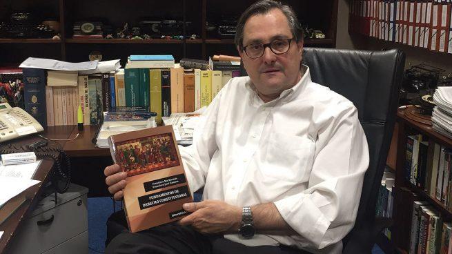 El doctor Marhuenda presenta sus 'Fundamentos de Derecho Constitucional'