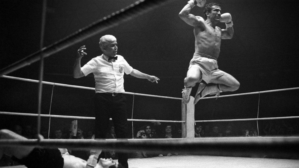 Perico Fernández, cuando se proclamó campeón de España del peso welter al derrotar por K.O. a Alfonso Redondo. (EFE)