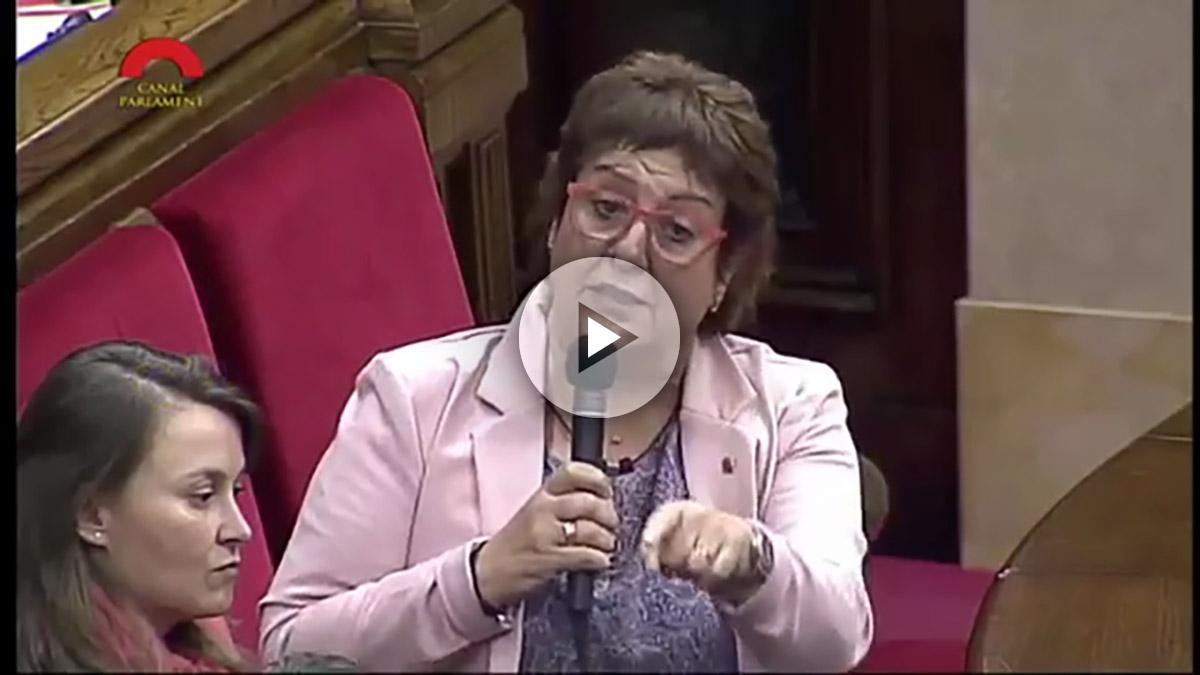 Dolors Bassa, consejera de Trabajo de la Generalitat, en el Parlamento catalán.