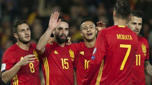 Los jugadores de España celebran el 1-0 ante Macedonia. (AFP)
