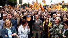 Artur Mas, Carme Forcadell y otros dirigentes independentistas. (Foto: EFE).