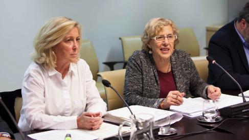 La delegada del Gobierno, Concepción Dancausa, junto a la alcaldesa de Madrid, Manuela Carmena.