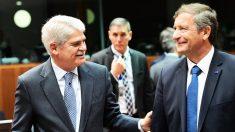 Alfonso Dastis, ministro de Exteriores de España, junto a su homólogo esloveno Karl Eljavec en Bruselas (Foto: AFP)