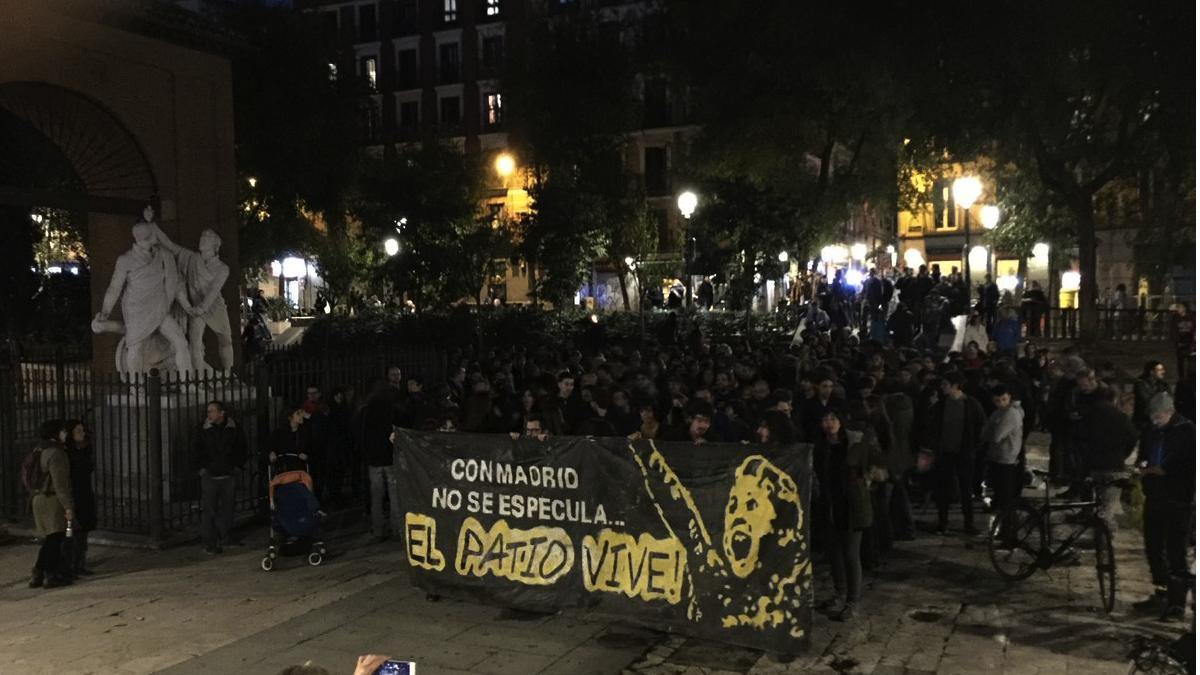 Manifestación en apoyo al Patio Maravillas. (Foto: TW)