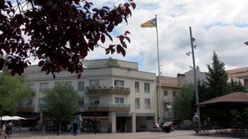 Estelada erigida por el Ayuntamiento de San Cugat del Vallés en la plaza Lluis Millet. (Foto: Cugat.cat)