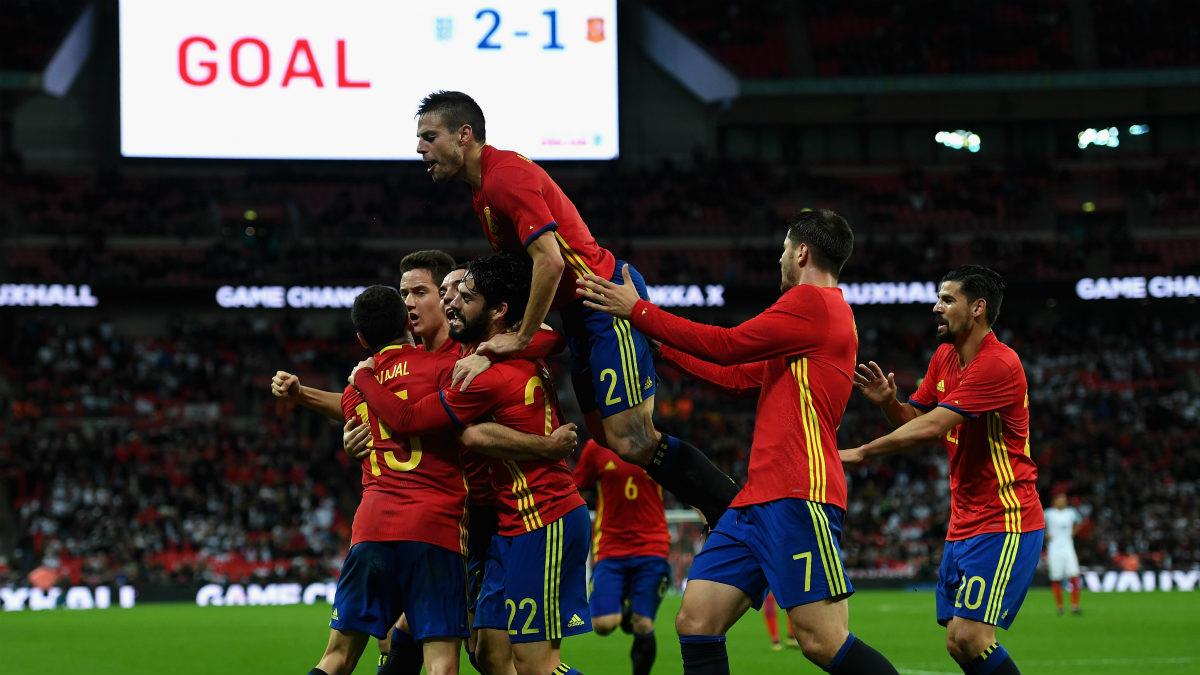 Los jugadores de España celebran el 2-2. (Getty)