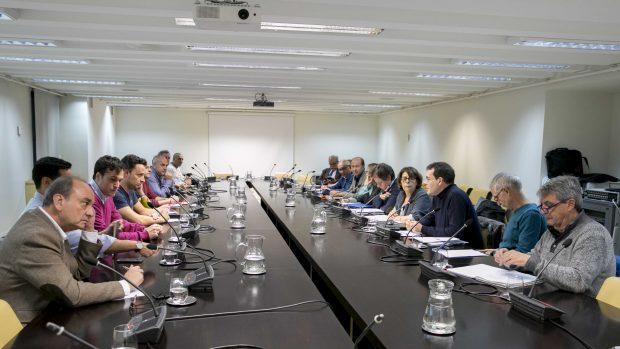 Sesión de la Mesa de Limpieza con representantes sindicales presidida por Chema Dávila (PSOE) e Inés Sabanés (Ahora Madrid). (Foto: Madrid)