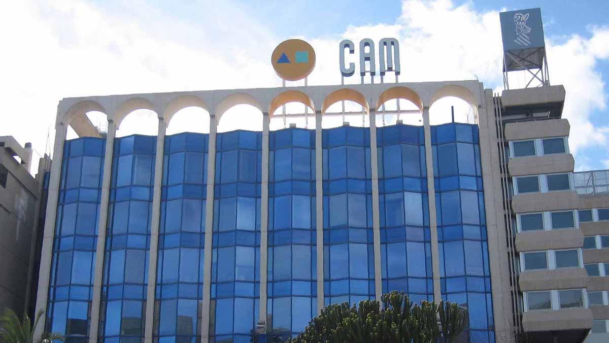 Fachada del edificio de la CAM