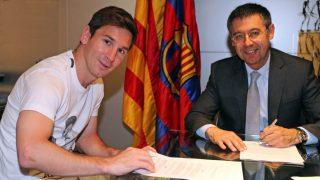 Leo Messi y Bartomeu en la última renovación del argentino. (fcbarcelona.cat)