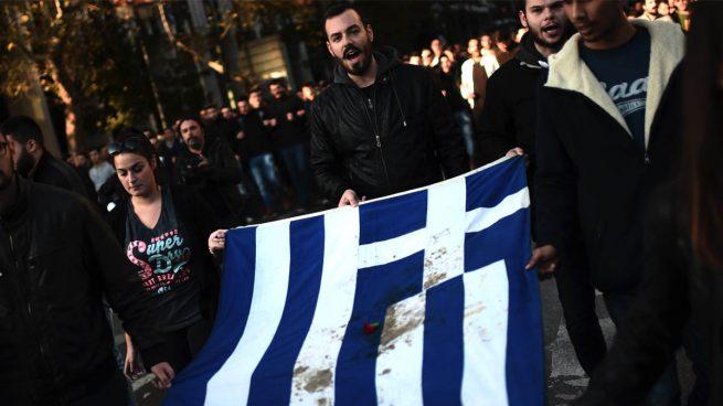 Los griegos se manifiestan contra la austeridad en el aniversario de la revuelta estudiantil de 1973