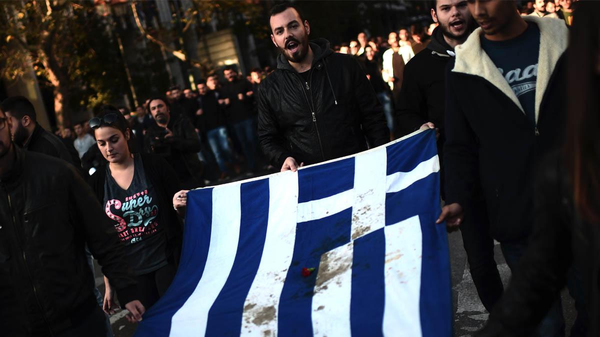 Manifestantes en las calles de Atenas. (Foto: AFP)
