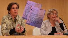 Puri Causapié (PSOE) con al alcaldesa Manuela Carmena. (Foto: Madrid)