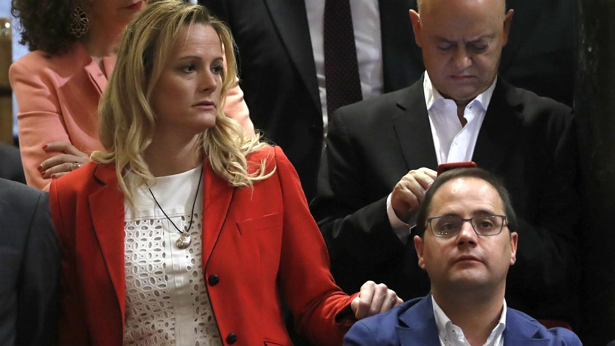 Zaida Cantera y Odon Elorza, junto a César Luena, en el Congreso. (EFE)