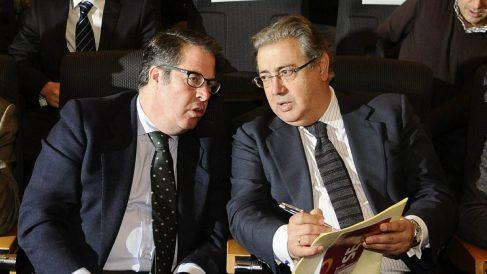 Gregorio Serrano, izquierda, junto a Juan Ignacio Zoido. (Foto: EFE)